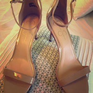 Nude heels patent leather